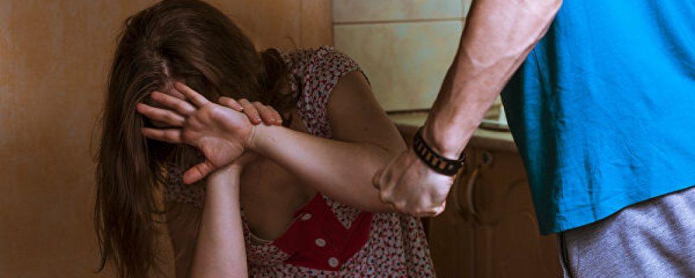 Россиянин избивал крапивой инасиловал 7-летнюю дочь
