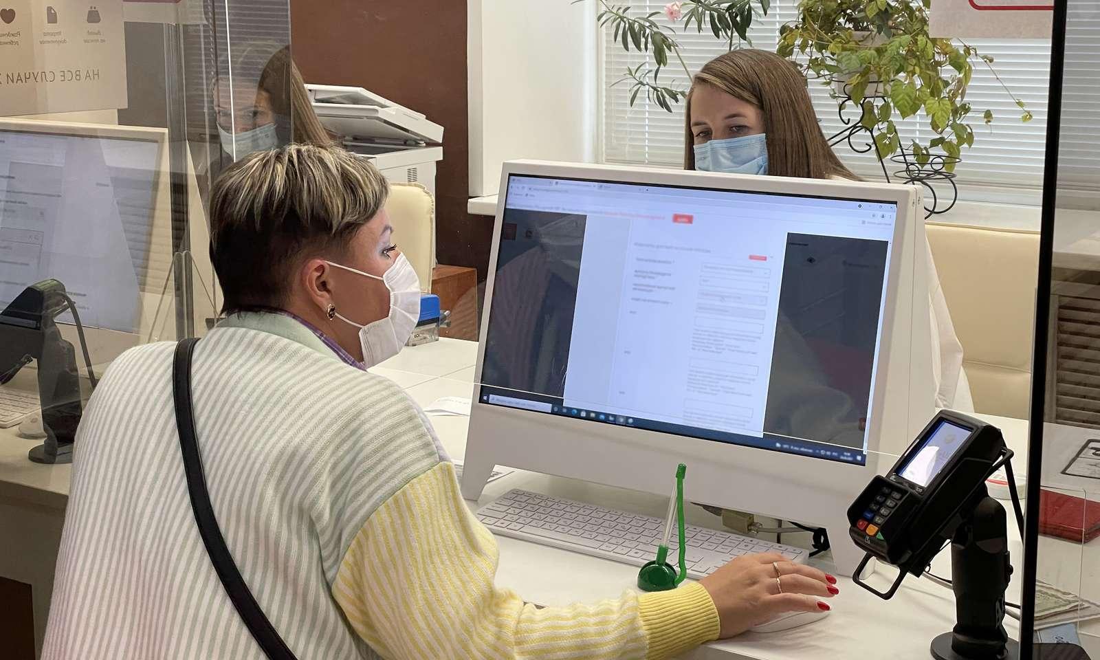 Уникальные мониторы для одновременной работы клиентов и сотрудников появились в МФЦ Сергиева Посада | Изображение 1