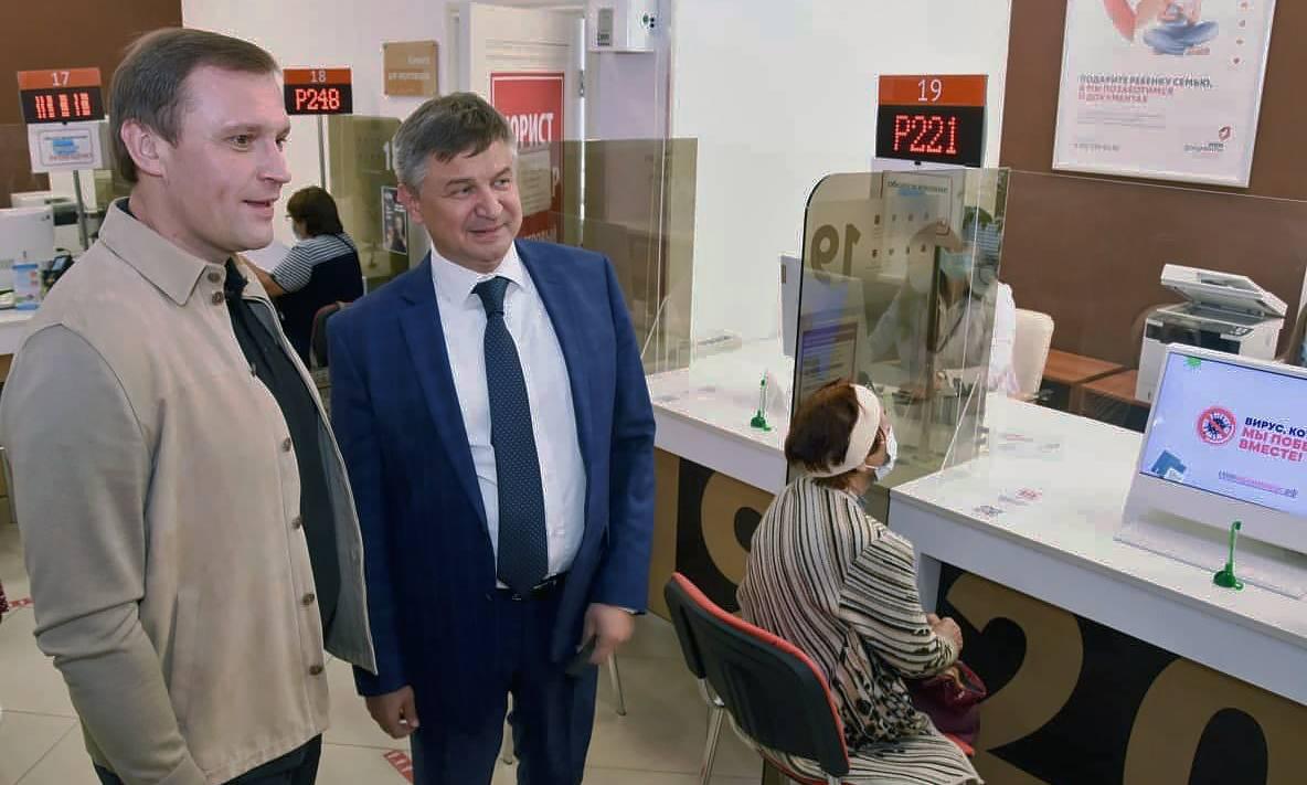 Уникальные мониторы для одновременной работы клиентов и сотрудников появились в МФЦ Сергиева Посада | Изображение 2