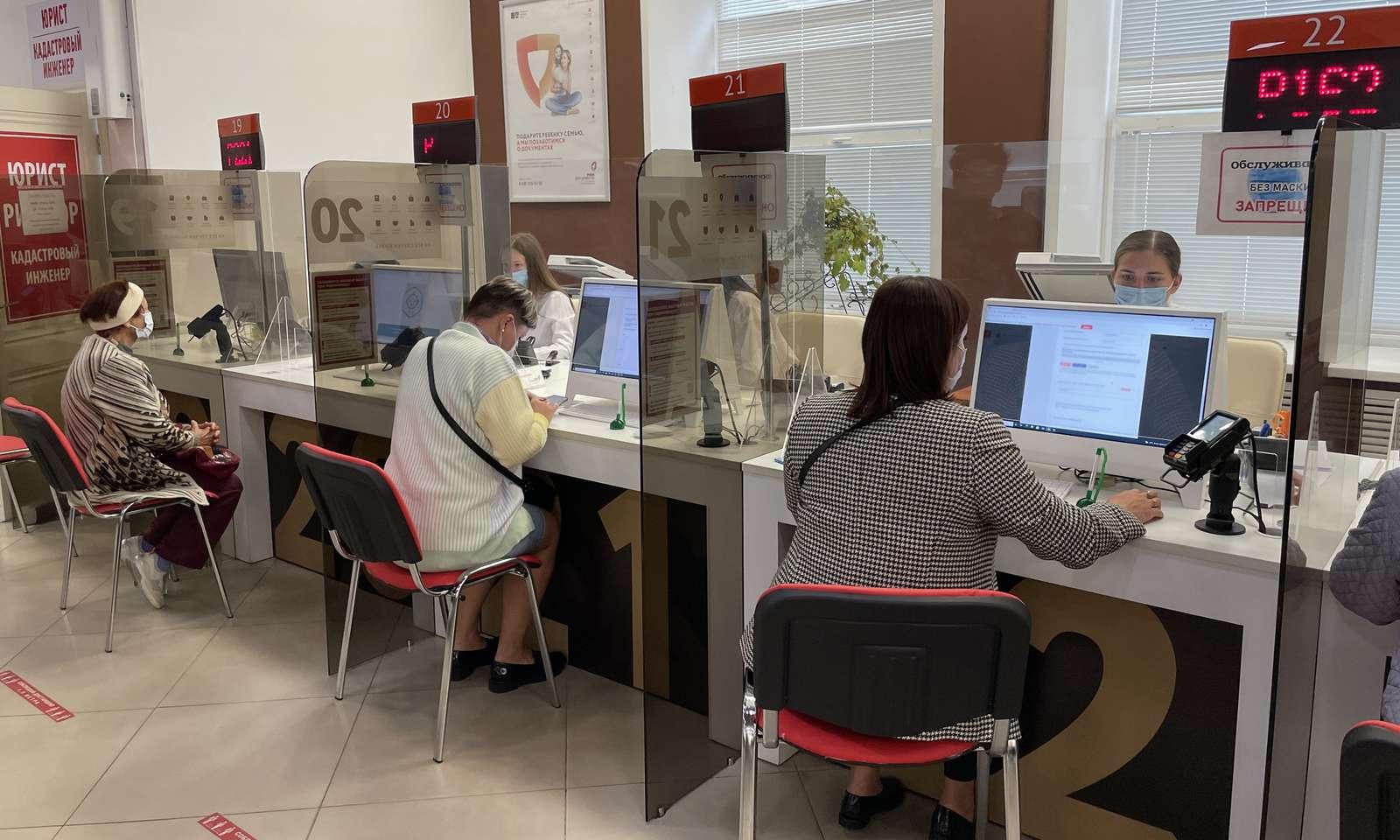 Уникальные мониторы для одновременной работы клиентов и сотрудников появились в МФЦ Сергиева Посада | Изображение 3